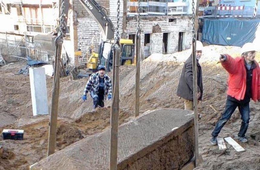 In dem Grabfeld fanden sich unter an-derem vier Steinsarkophagen.