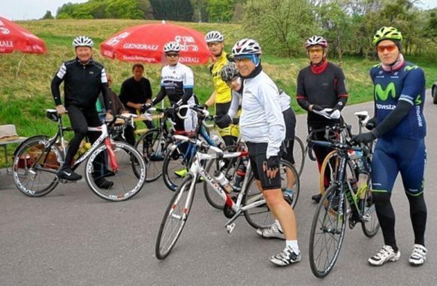 Diese Radfahrer konnte am Samstag auch das schlechte Wetter nicht davon abhalten, sich auf den ...