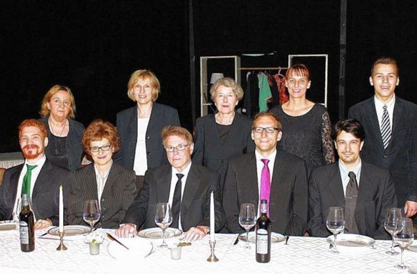 Die TiL-Truppe um die diesjährigen Ladenburger Hauptdarstellerinnen Anne Glombitza (3.v.r.) und ...