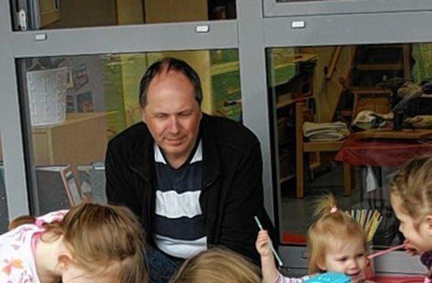 Papas schauten zu, was ihr Nachwuchs im Kindergarten so alles macht.