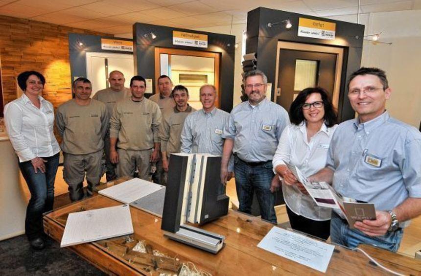 Michael Hechler (rechts) und sein Team in den Firmenräumen in Elmshausen.
