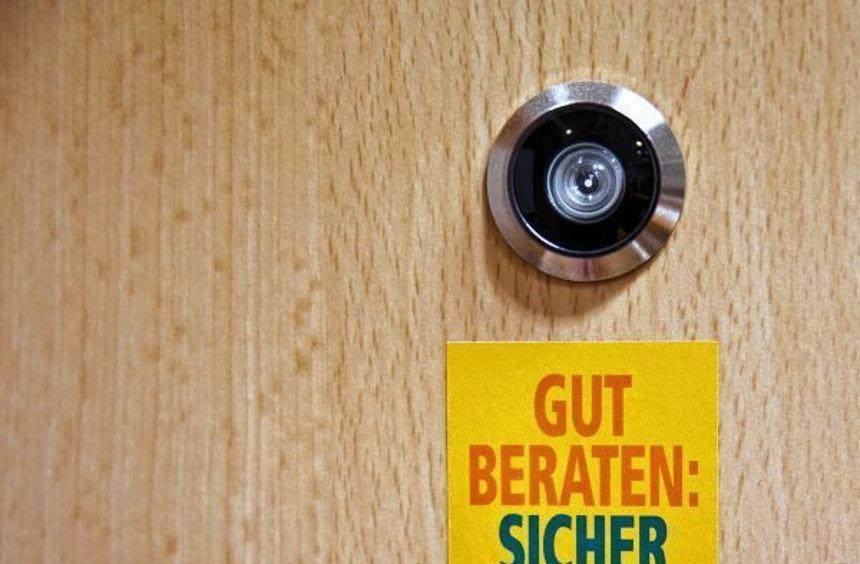Einfach, aber effektiv: Mit einem Türspion kann man erkennen, wer vor der Tür steht - und Fremde ...