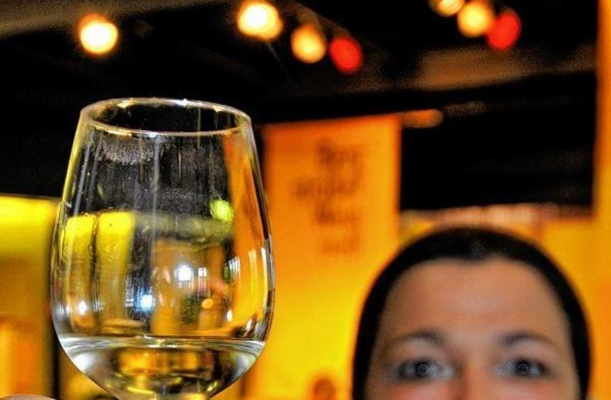 """Auch die """"Fraa vun Bensheim"""" machte dem Bergsträßer Weintreff am Samstag im Bensheimer Bürgerhaus ..."""