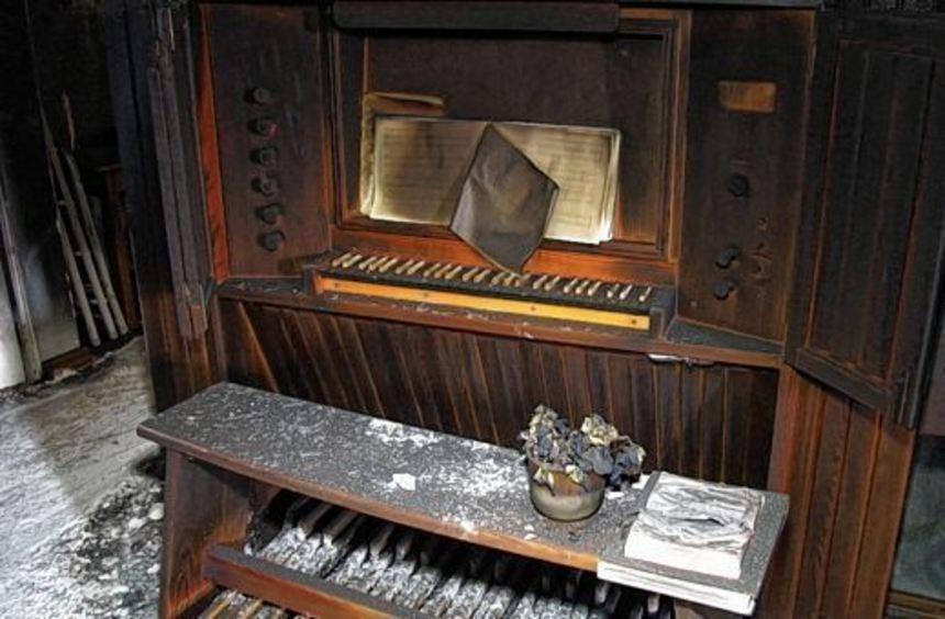 Durch die Explosion, die sich im März in der evangelischen Kirche ereignete, wurde auch die Orgel ...