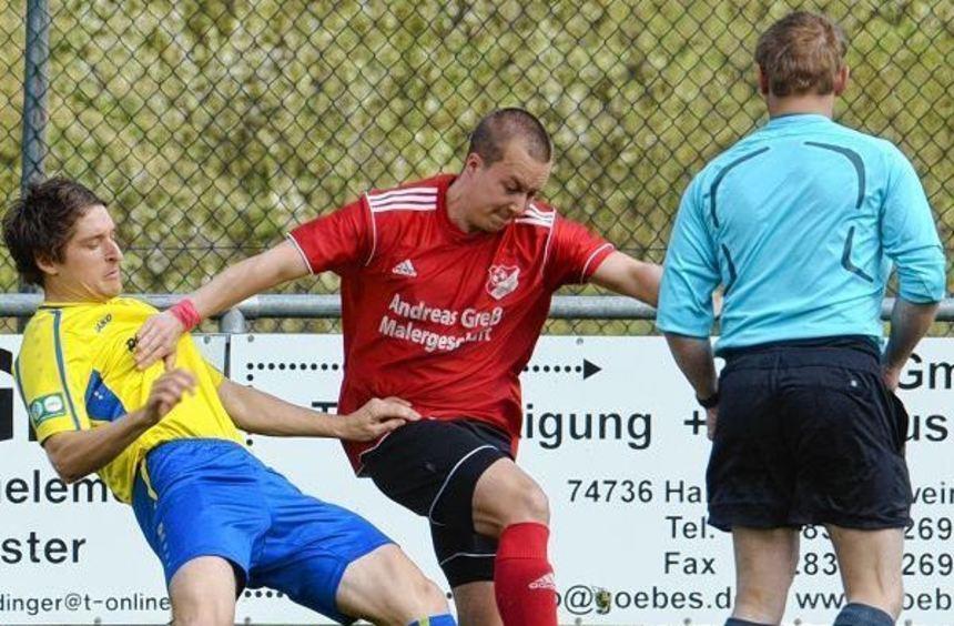Beiseite geräumt hat in dieser Szene nicht nur Schweinbergs Martin Keuth den Höpfinger Michael ...