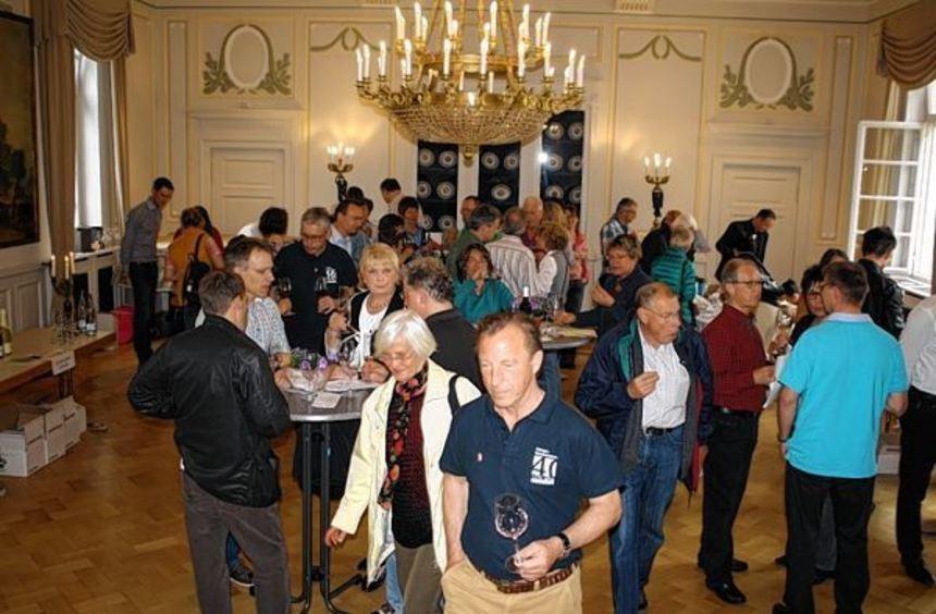 """120 Interessierte waren der Einladung der """"BürgerInAktion"""" zur Weinmesse ins Neckarhäuser Schloss ..."""