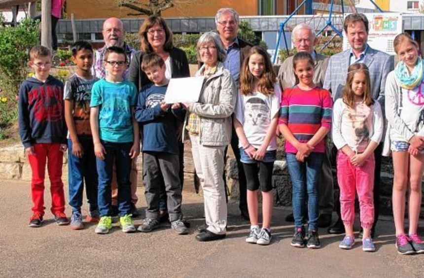 Der Ausschuss für Soziales der Gemeinde Sankt Laurentius übergab eine Spende an die benachbarte ...