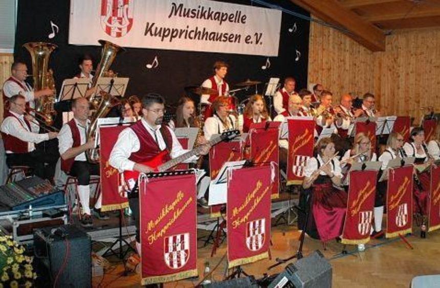 Ein Festival von Schlager-, Film- und Blasmusik bot die Musikkapelle Kupprichhausen unter Leitung ...