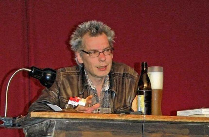 """Eugen Roth las am Freitag auf Einladung der Buchhandlung Buchheim aus seinem Buch """"Die Reise durch ..."""