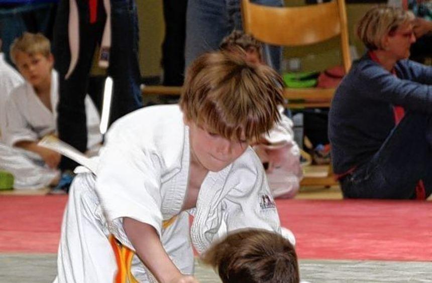 Der Nachwuchs der U12 und U15 kämpfte bei den Bezirkseinzelmeisterschaften in der Bürstädter Erich ...
