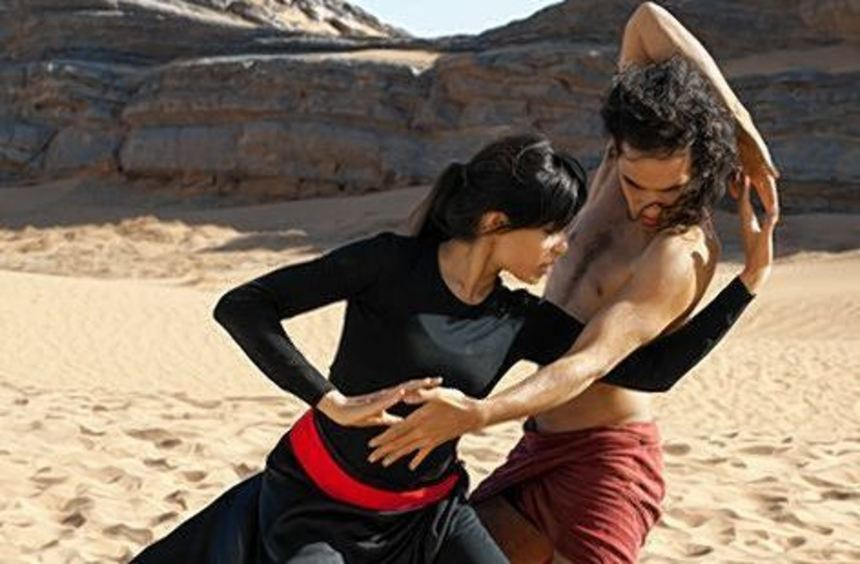 """Reece Ritchie als Afshin und Freida Pinto als Elaheh in """"Wüstentänzer""""."""