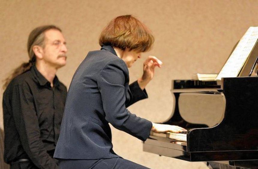 Eine Könnerin ihres Fachs: Pianistin Andrea Kauten (linkes Bild, mit Nikolaus Friedrich im ...