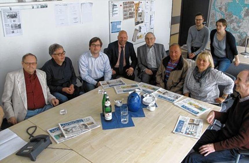 In der Lokalredaktions-Konferenz um 10.15 Uhr gestern (v. li.): Leser Günther Hübsch und Lutz ...