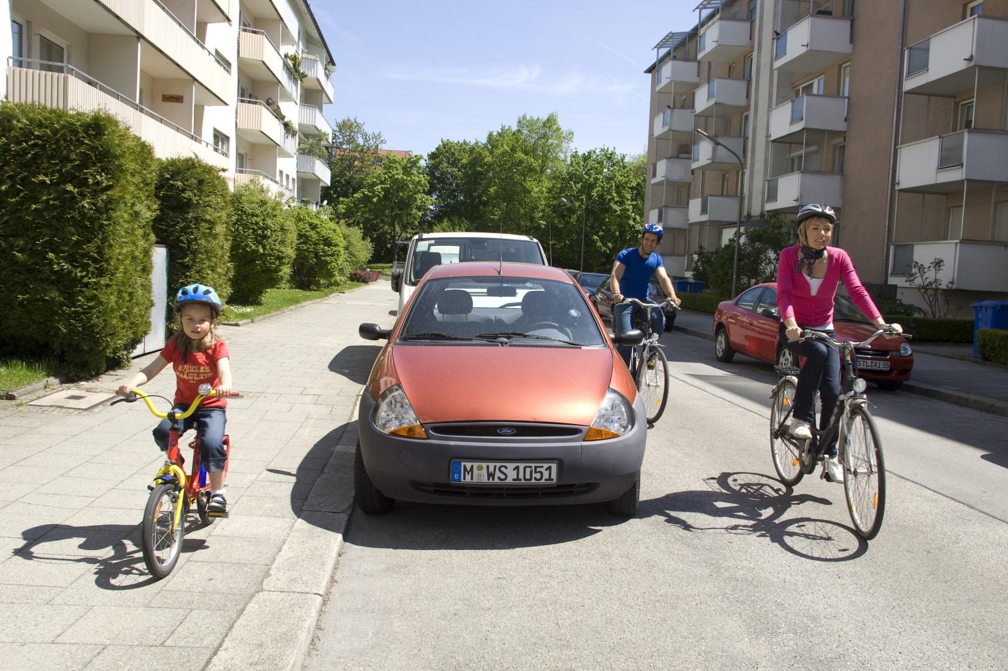 Ratgeber: Radfahrende Kinder im Straßenverkehr - Erstmal auf den Gehweg