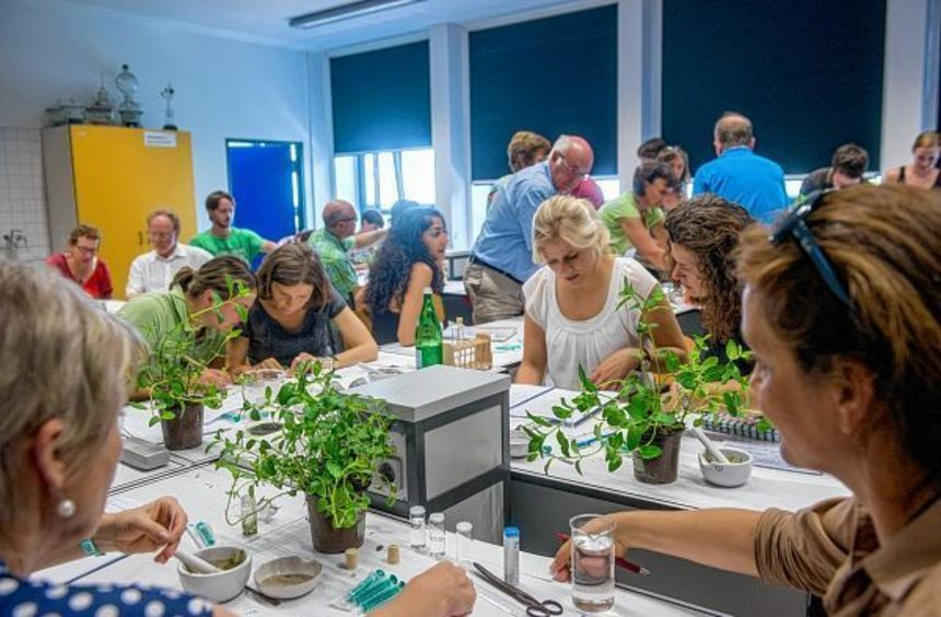 Um neue Ideen für den Biologie- und Chemieunterricht ging es bei einem Fortbildungstag für Lehrer, ...