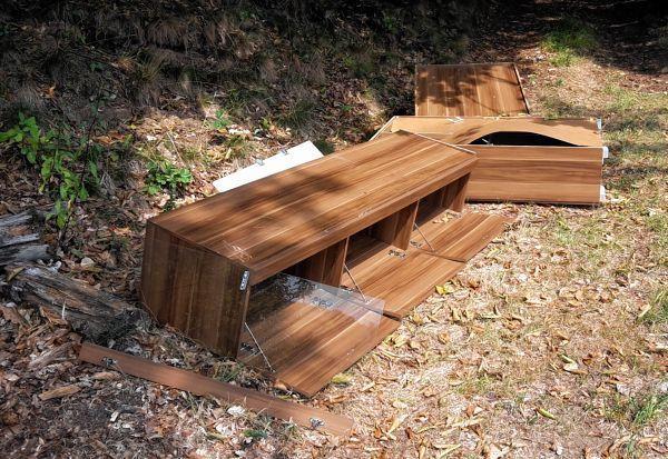 alte m bel im wald entsorgt lautertal bergstr er anzeiger region morgenweb. Black Bedroom Furniture Sets. Home Design Ideas