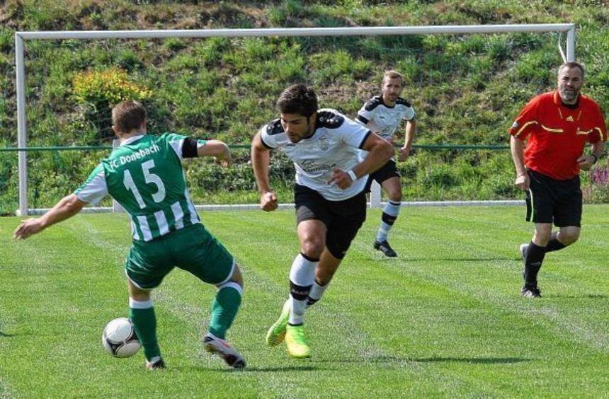 In der englischen Woche ist Daniel Breitinger (Zweiter von links) mit dem VfL Eberstadt in ...