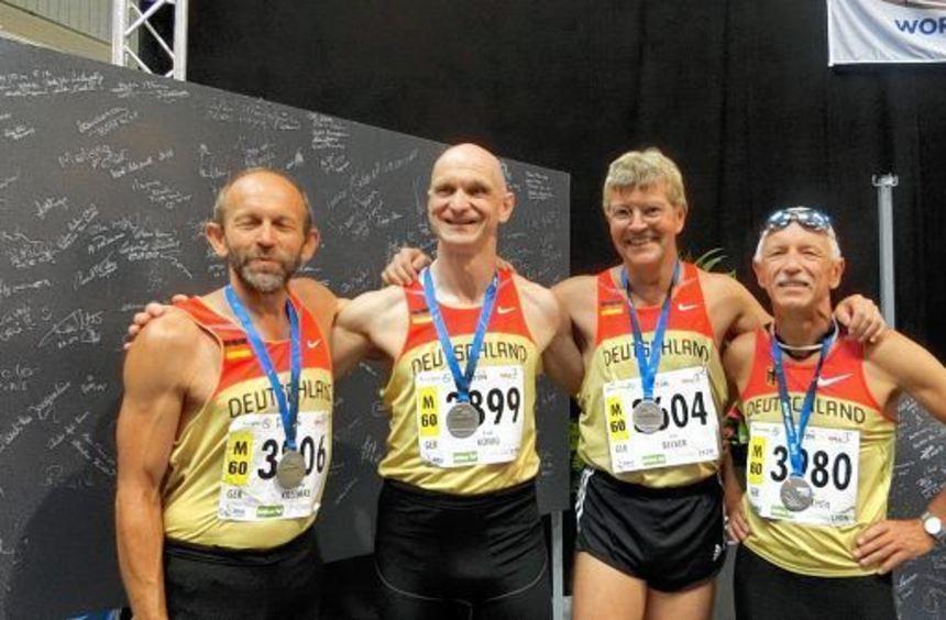 Glückliche Athleten (v.l.): Wolfgang Behmke, Rudolf König, Ernst Becker und Reinhard Michelchen.