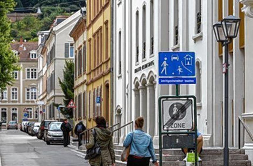 Vor dem Heidelberger Theater gilt ab sofort Schritttempo.