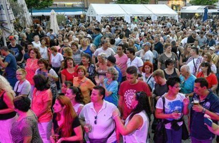 Kaum ein Durchkommen gab es am Samstagabend am Stich. Bei über 3000 Besuchern mussten allerdings ...