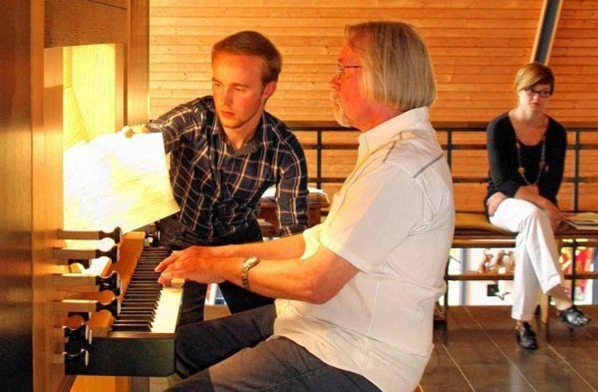 """Gleich drei Organisten boten ihrem Publikum anlässlich der """"Feuertaufe"""" der Vleugels-Orgel in ..."""