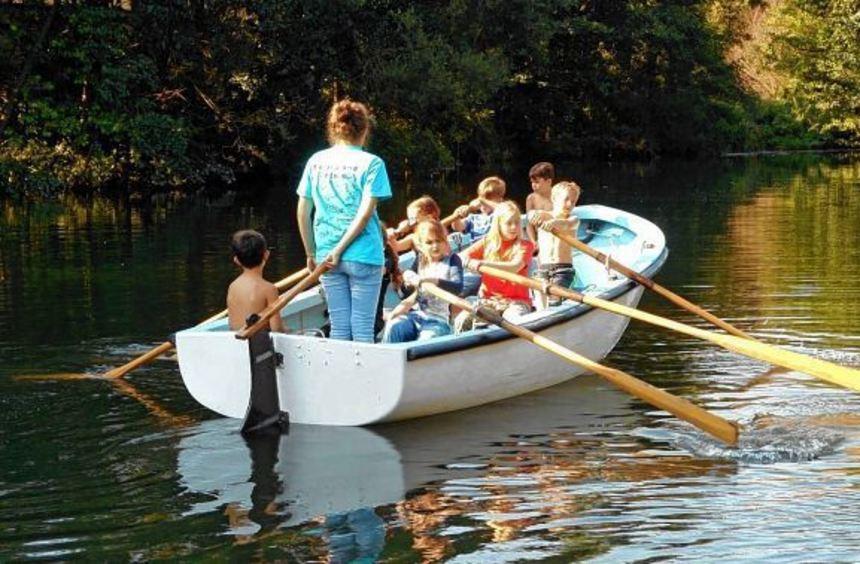Die Fahrt mit dem Kutter auf der Tauber bereitete allen Mädchen und Jungen viel Vergnügen.