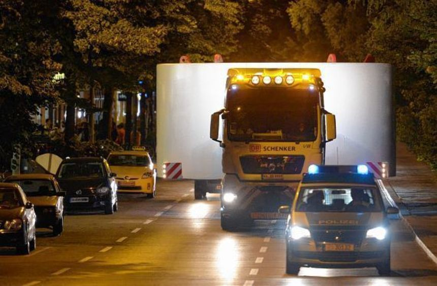 Schwertransporte halten die Polizei der Region auf Trab.
