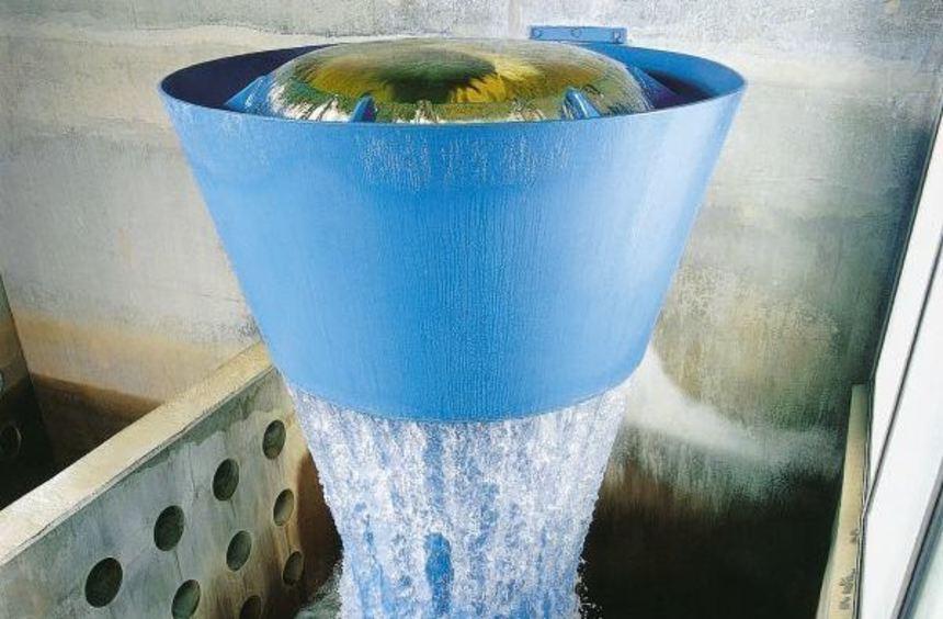 Millionen Liter Trinkwasser werden in diesem Trichter im Wasserwerk Hardt in Schwetzingen mit ...