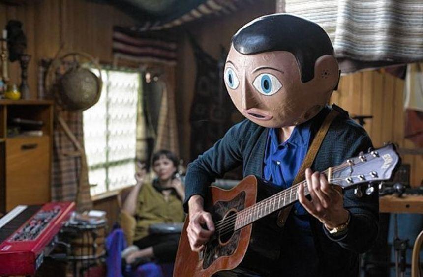 """Fassbender macht den Maskenmann in """"Frank""""."""
