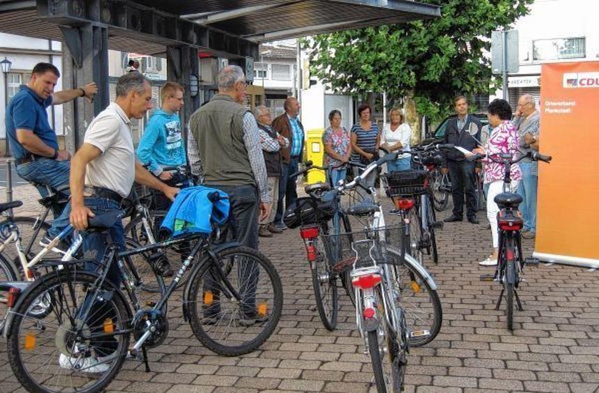 Groß war das Interesse der Bürger an der kommunalpolitischen Radtour der CDU. Los ging es am ...