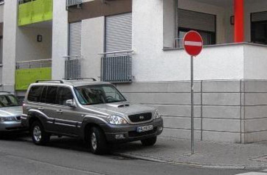 An der Ecke R 3, 14 fehlt nach dem Neubau des Gebäudes jegliche Beschilderung. Nur an den ...