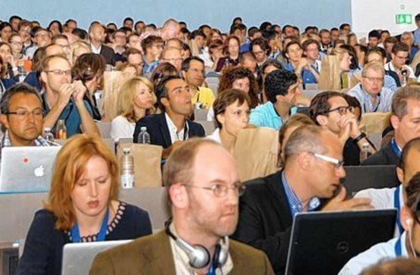 Voller Hörsaal in der Uni Mannheim bei der Diskussion über die Euro-Krise.