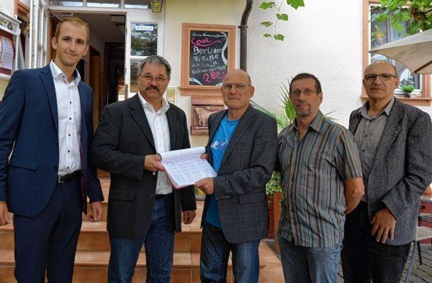 Ahorns stellvertretender Bürgermeister Thomas Quenzer, Eubigheims Ortsvorsteher Roland Englert, ...