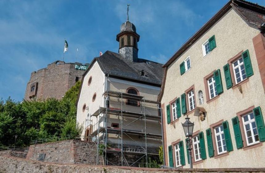 Mit dem Aufbau des Gerüsts haben die Arbeiten an der Kirche St. Petrus und Paulus Anfang August ...