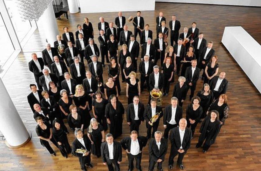 Eine runde Sache: Die Musikerinnen und Musiker der Deutschen Staatsphilharmonie Rheinland-Pfalz ...