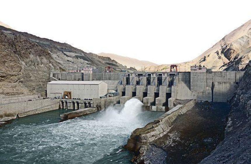 Auch die Nimoo Bazgo Power Station am Indus in Nordwest-Indien trägt zur Deckung des Energiebedarfs ...