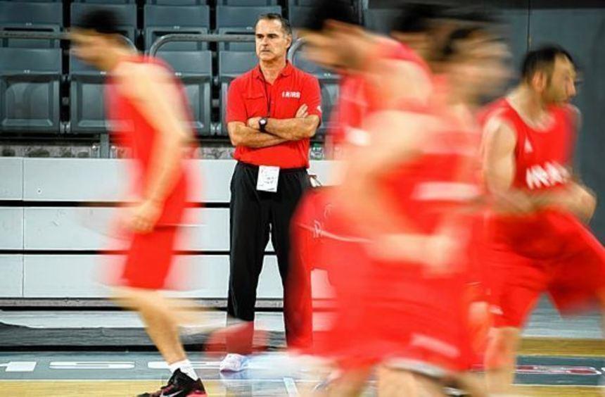 Will nach Deutschland auch mit dem Iran bei Olympischen Spielen mitmischen: Basketball-Trainer Dirk ...
