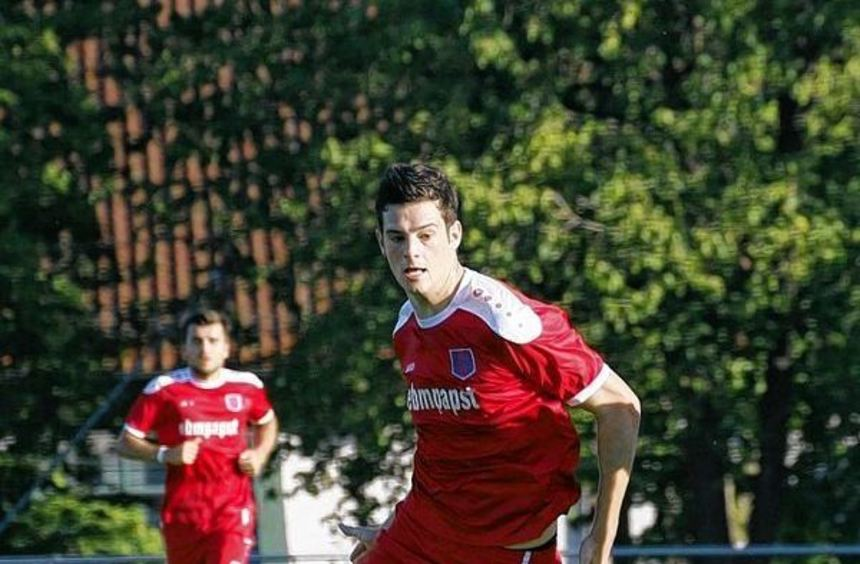 Erneut so treffsicher wie beim Gastspiel in Stuttgart möchte sich Hollenbachs Torjäger Luca ...