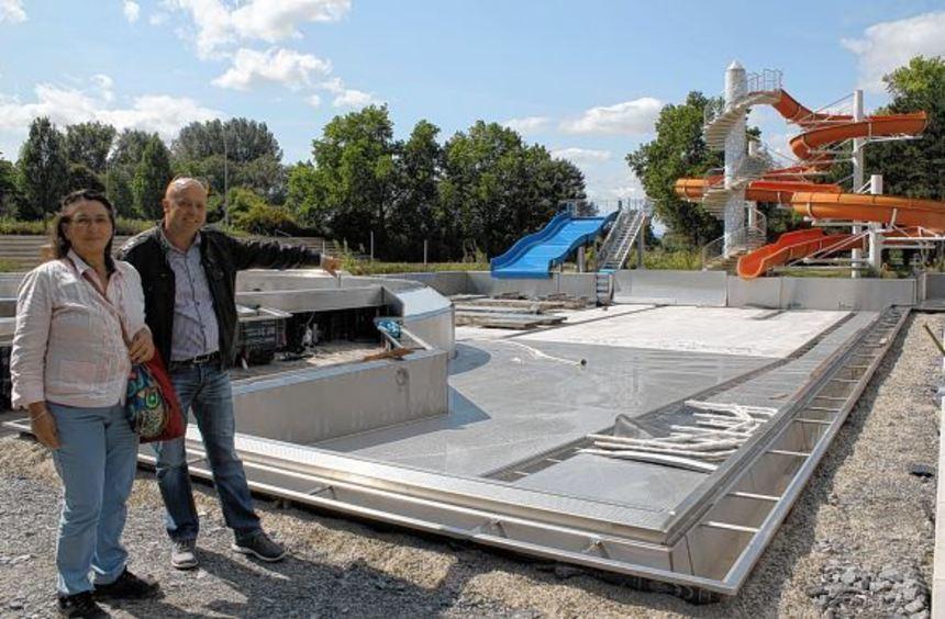 Bereichsleiter Thomas Gerling und Projektleiterin Larissa Ballardt zeigen den Baufortschritt im ...