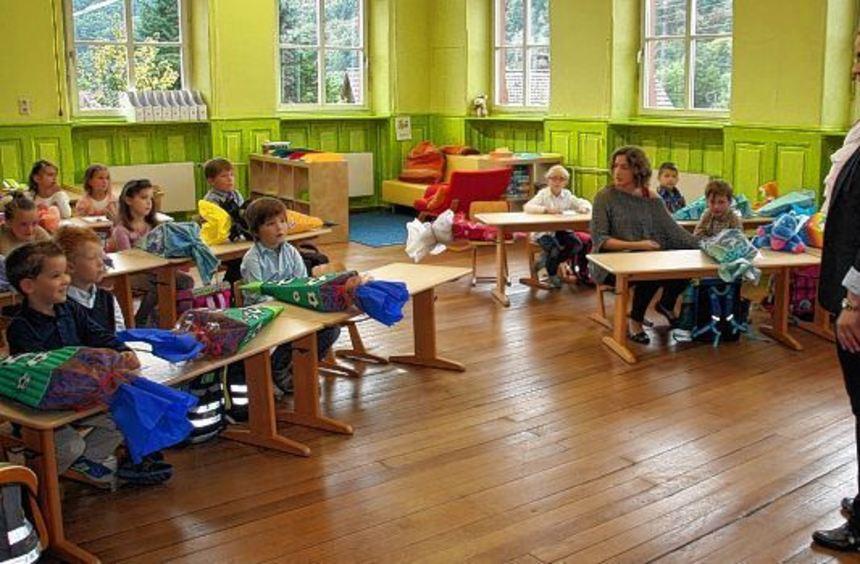 Das erste Mal im Klassenzimmer: ihre Lehrerin, Lena Eckert , mögen alle Kinder sofort.