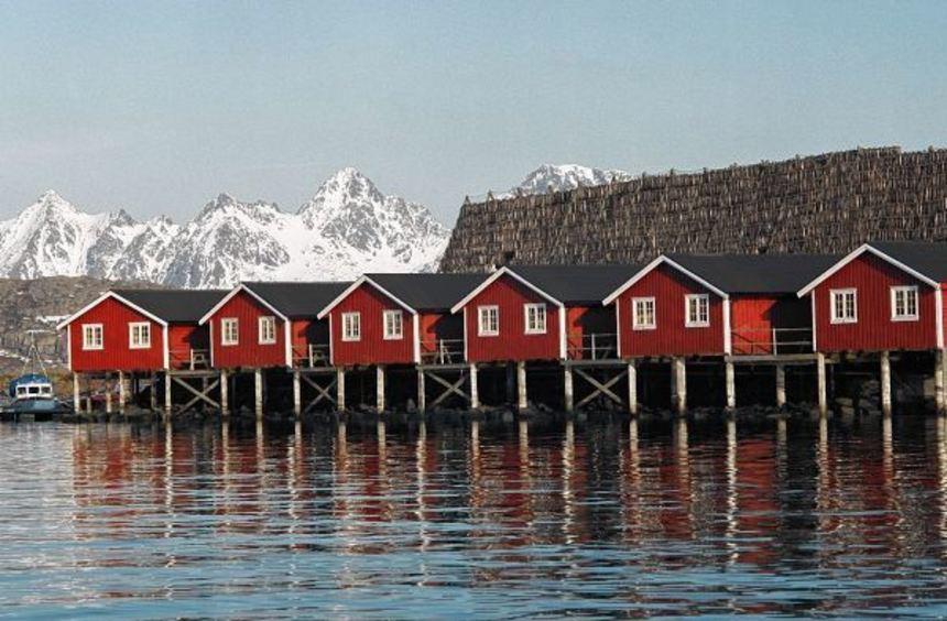 An manch einem Herbsttag ist es so grau, dass die Holzhäuser für etwas Farbe sorgen müssen.
