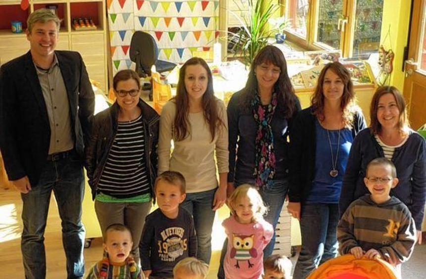 Lachende Gesichter in Eberstadt: Der Kindergartenbetrieb geht weiter. Nicht nur Ortsvorsteher Nico ...