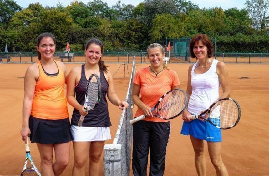 Damen-Doppel des TC Rot-Weiss: Verena Koch, Katharina Gärtner, Annette Schmitt und Petra Coconcelli ...