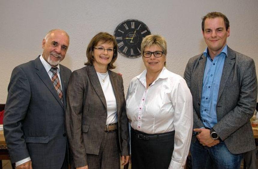 Die Bensheimer SPD-Vorsitzende Christine Lux (2.v.l.) mit den Kandidaten für den Kreistag: Jürgen ...