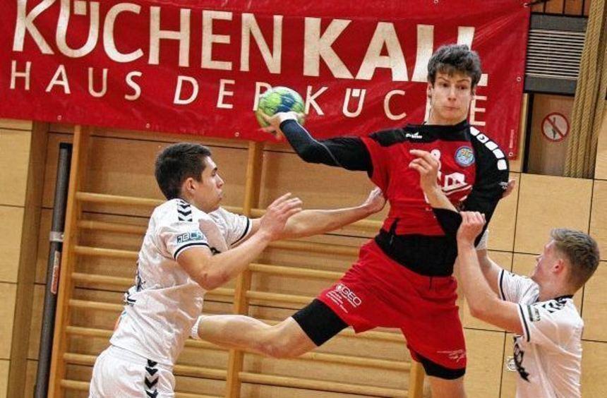 Julian Zipf (Mitte) und seine Kollegen müssen im ersten A-Jugendbundesliga-Heimspiel der Saison den ...