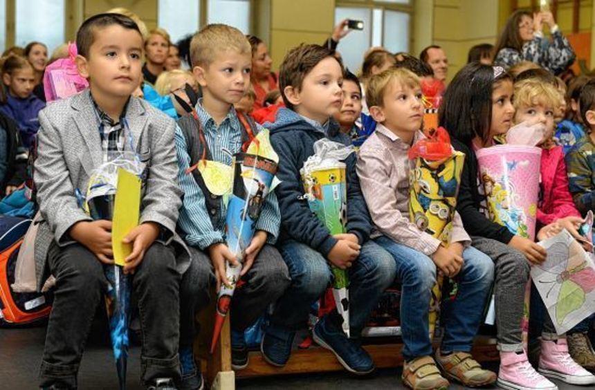 Anspannung weicht Neugier: Für die Erstklässler der Pestalozzoschule beginnt wie für über 2000 ...