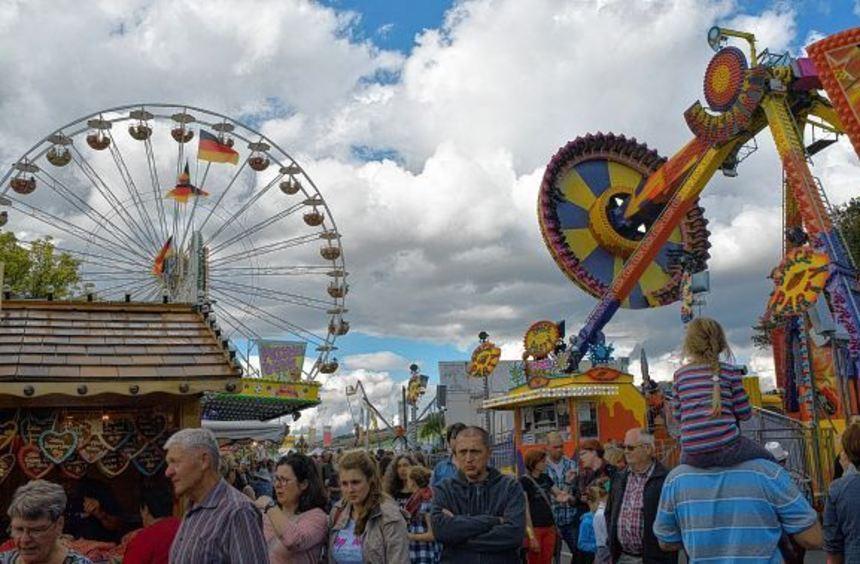 Bereits am ersten Wochenende strömten wieder Tausende von Besuchern auf die Königshöfer Messe, die ...