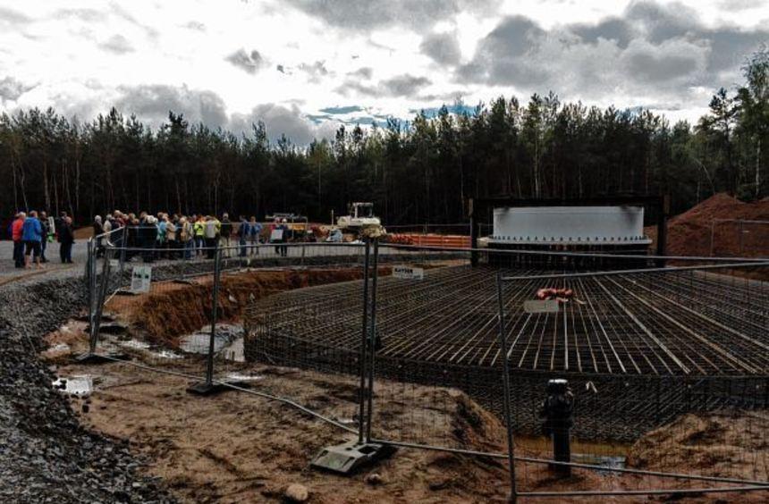 Das Fundament des neuen Windparks hat einen Durchmesser von 20 Metern und wird nächste Woche mit ...