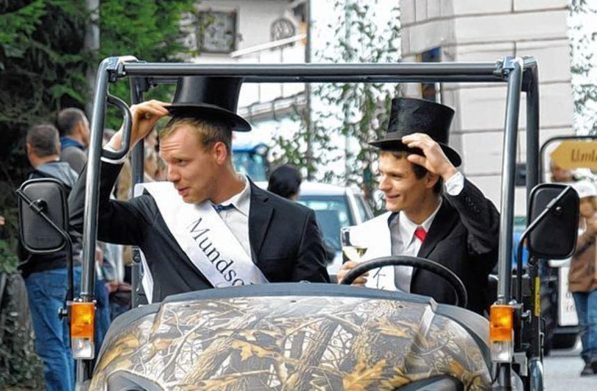 Kerweparrer Björn Reinig (r.) und Mundschenk Christopher Rettig.