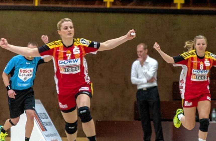 Ivana Sazdovski (links) war am Samstag die überragende Feldspielerin in der Weststadthalle, ...